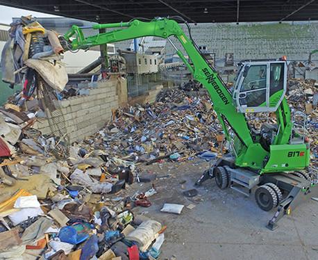 manipulador de carga y clasificación de materiales reciclables y chatarra ligera sennebogen 817