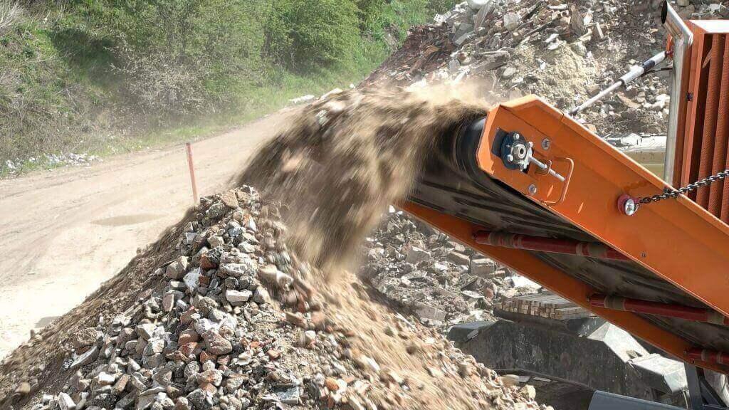 ¿Cómo deben gestionarse los residuos de construcción y demolición?